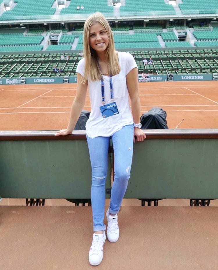 Frau im Roland Garros bei den french open