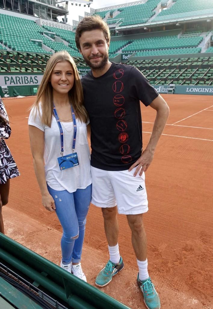 Tennisspieler und Frau auf dem Tenniscourt Roland Garros